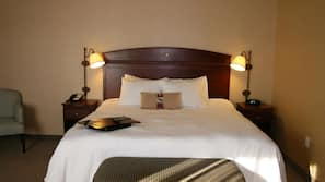 Hypo-allergenic bedding, in-room safe, iron/ironing board, free WiFi