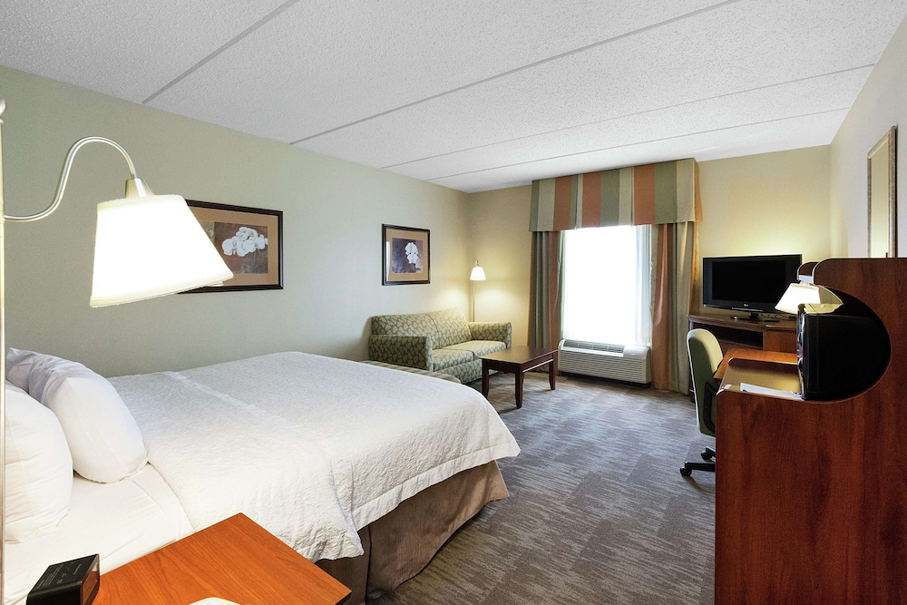 Living Area, Hampton Inn & Suites Blairsville