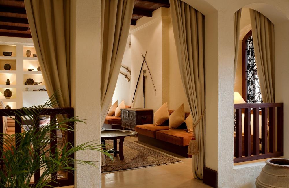 Al maha a luxury collection desert resort spa dubai murqquab balcony view featured image lobby m4hsunfo