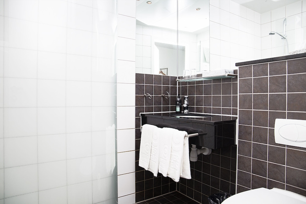 Bathroom, Center Hotels Arnarhvoll