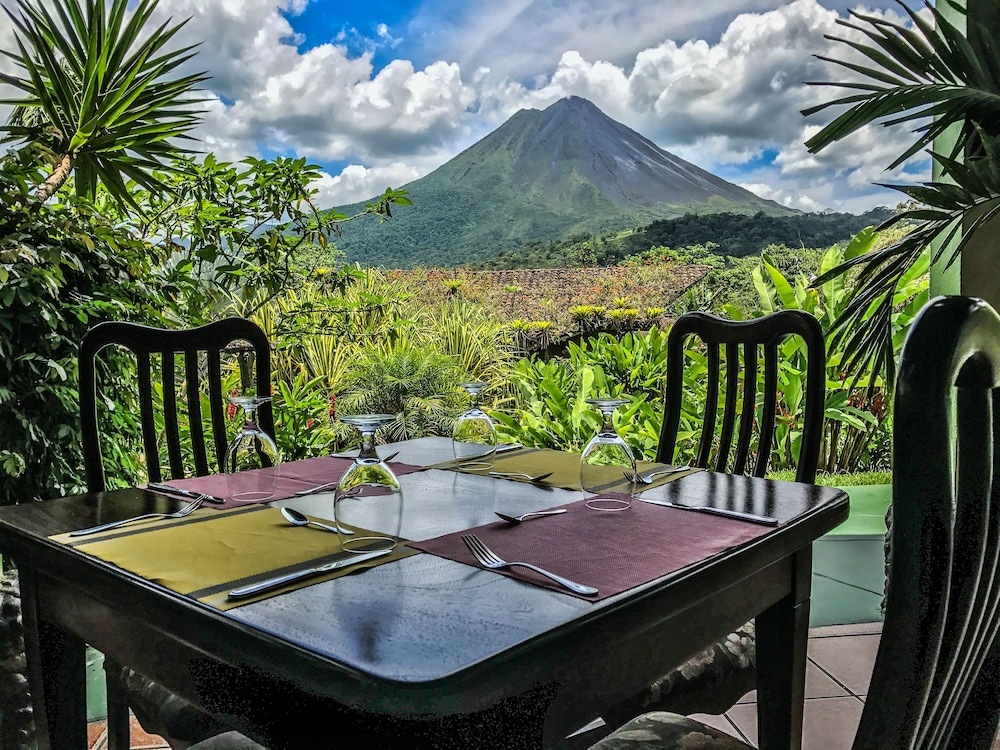 Outdoor Dining, Mountain Paradise Wellness & Spa