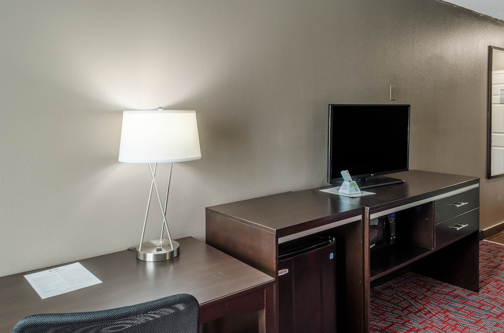 Room, Best Western Plus Airport Inn & Suites