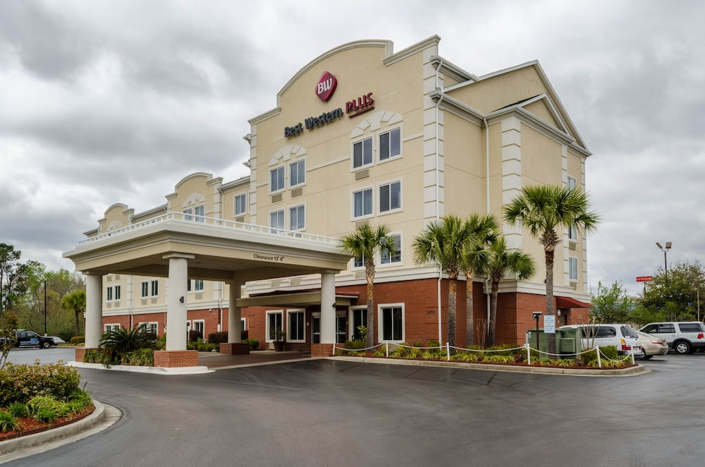 Property Entrance, Best Western Plus Airport Inn & Suites