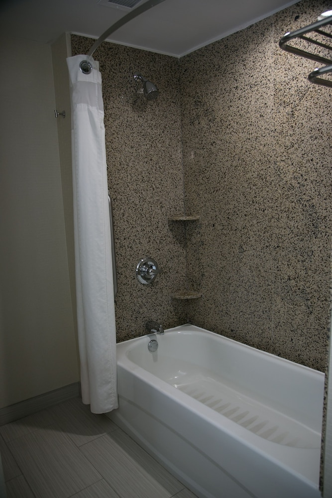 Bathroom, Four Points by Sheraton Birmingham Homewood