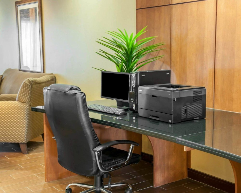 Business Center, Comfort Suites Southport