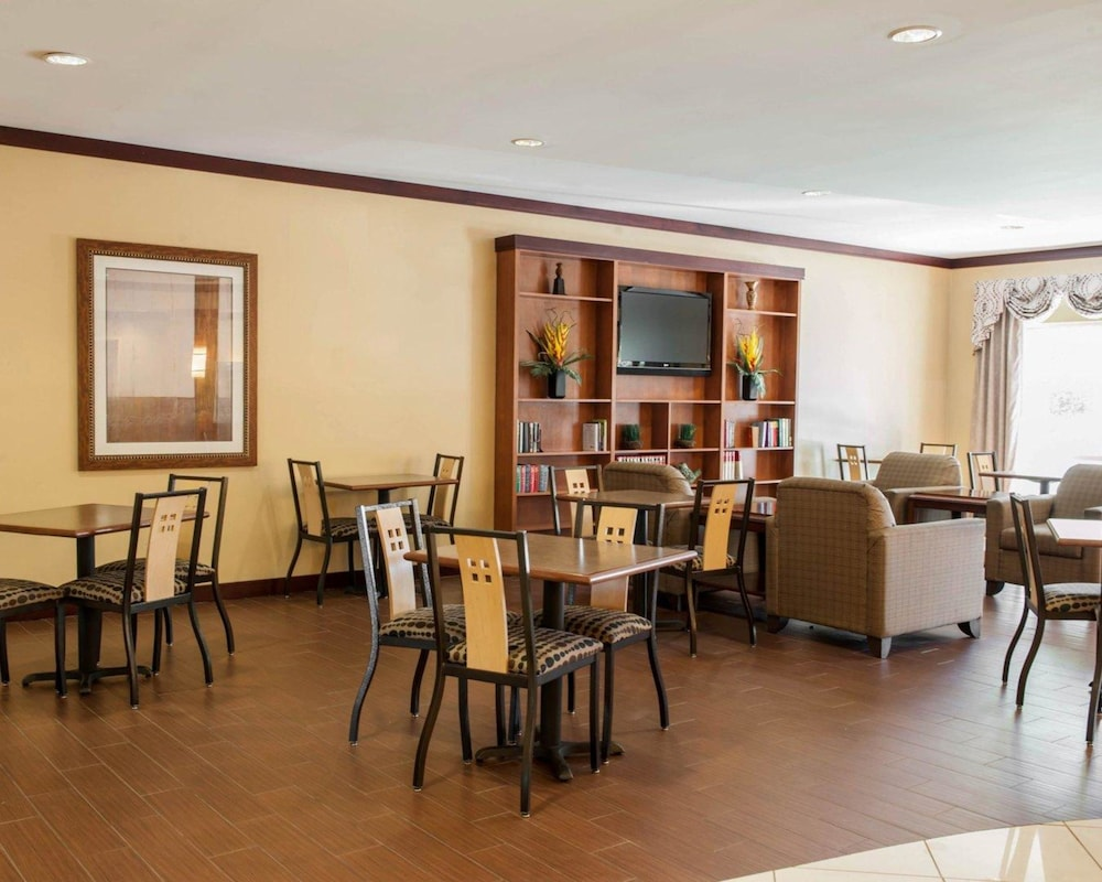 Breakfast Area, Comfort Suites Southport