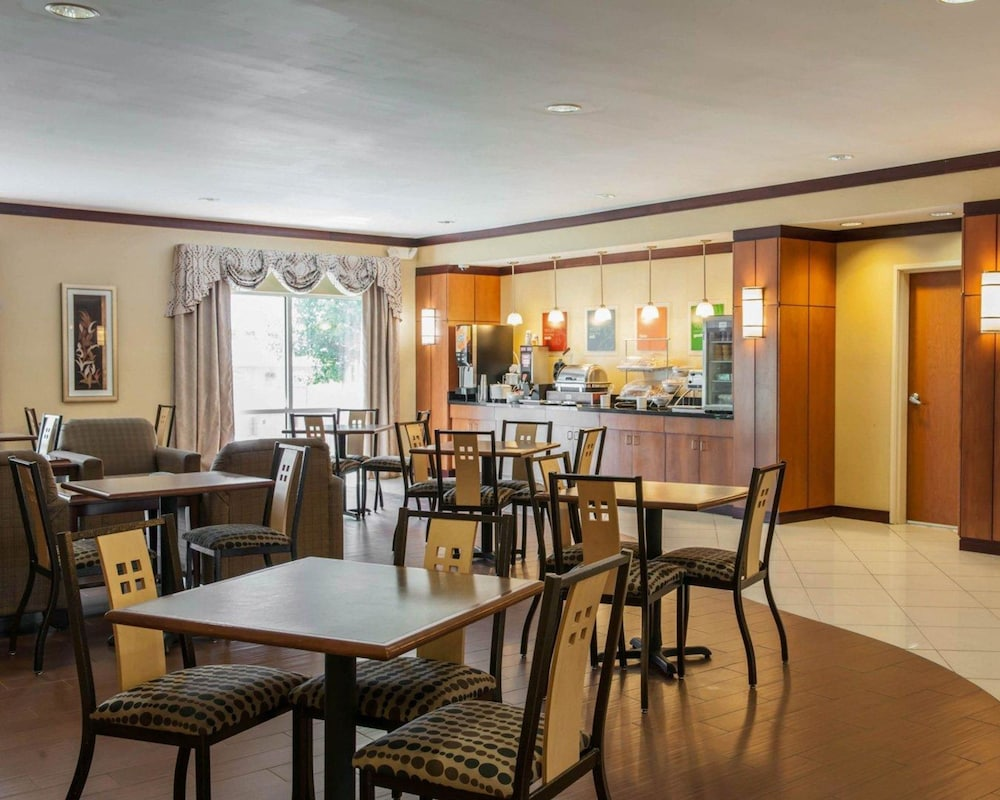 Dining, Comfort Suites Southport