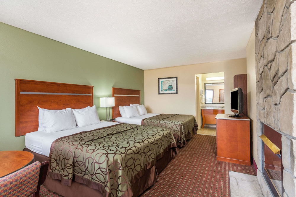 Room, Baymont by Wyndham Pigeon Forge