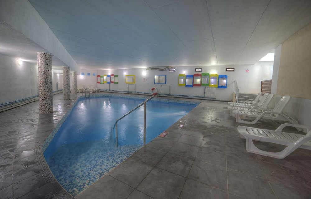 Hotel primera st paul 39 s bay mlt - Piscine de reve couverte saint paul ...