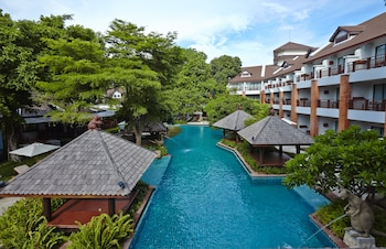 Woodlands Hotel & Resort