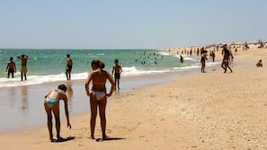 Ubicación cercana a la playa, arena blanca y vóley playa