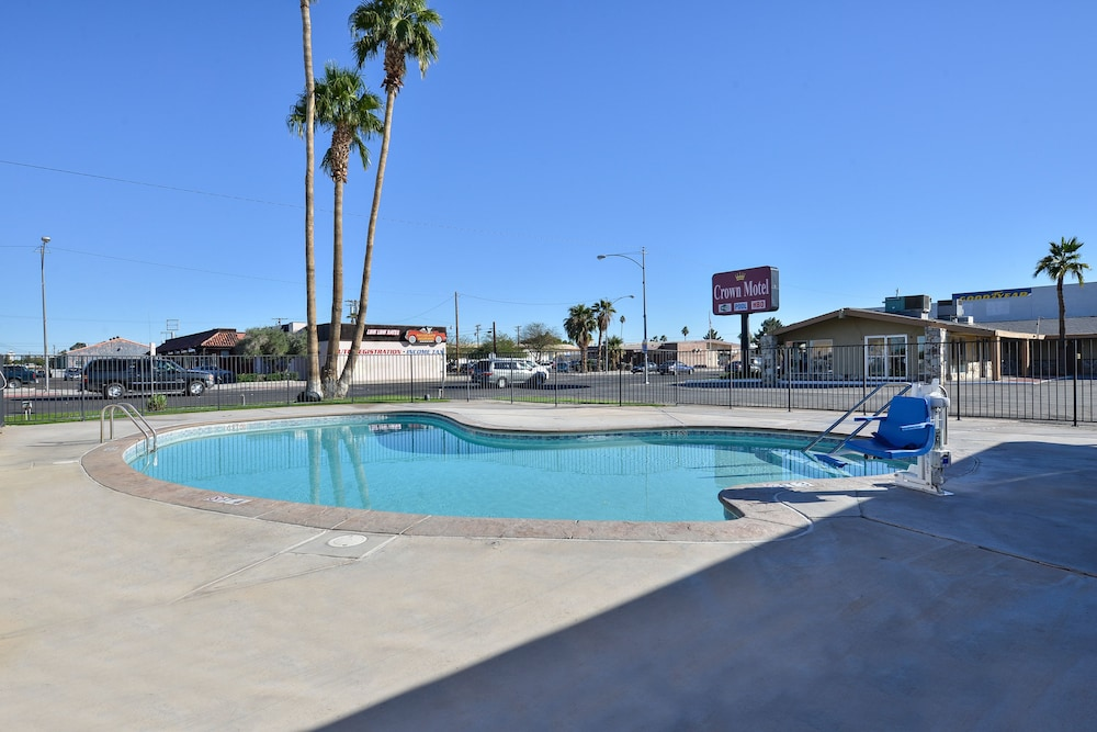 Outdoor Pool, Crown Motel