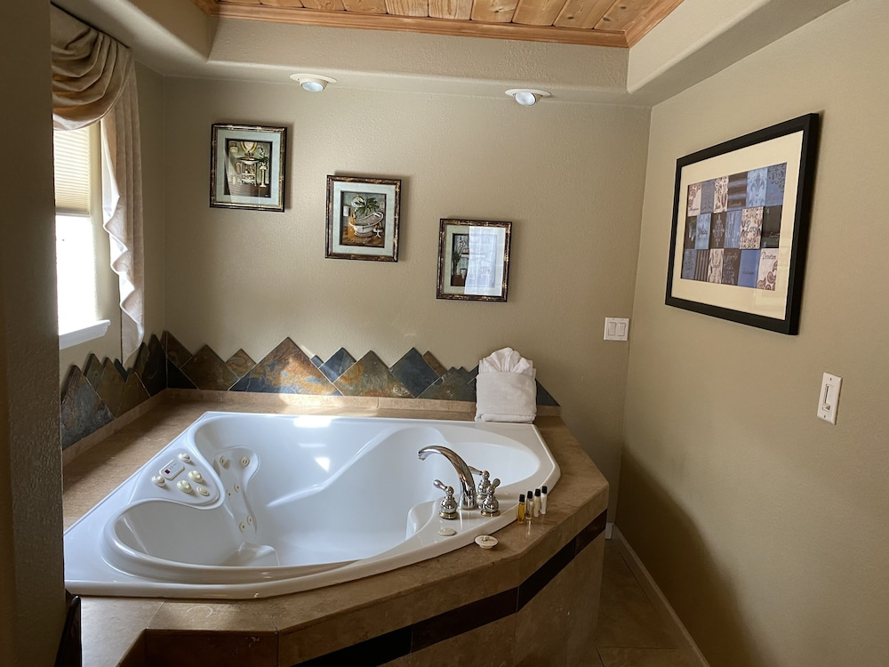 Private Spa Tub, Heavenly Inn