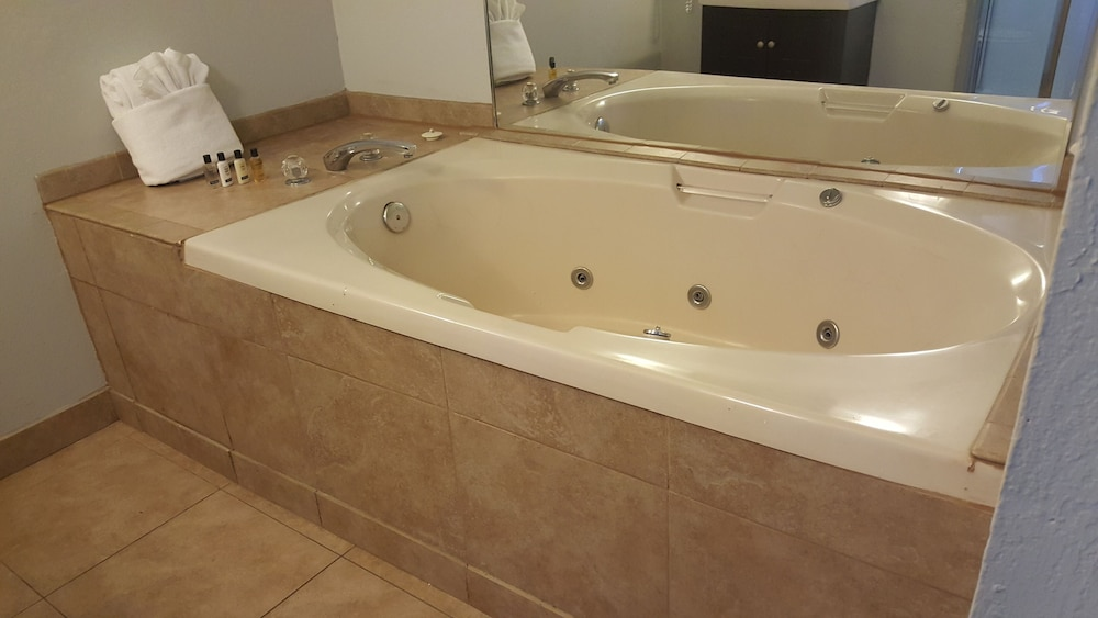 Jetted Tub, Heavenly Inn