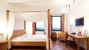 Allergitestet sengetøy, safe på rommet, skrivebord og blendingsgardiner