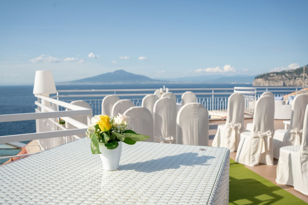 Outdoor Wedding Area, Hotel Regina Sorrento