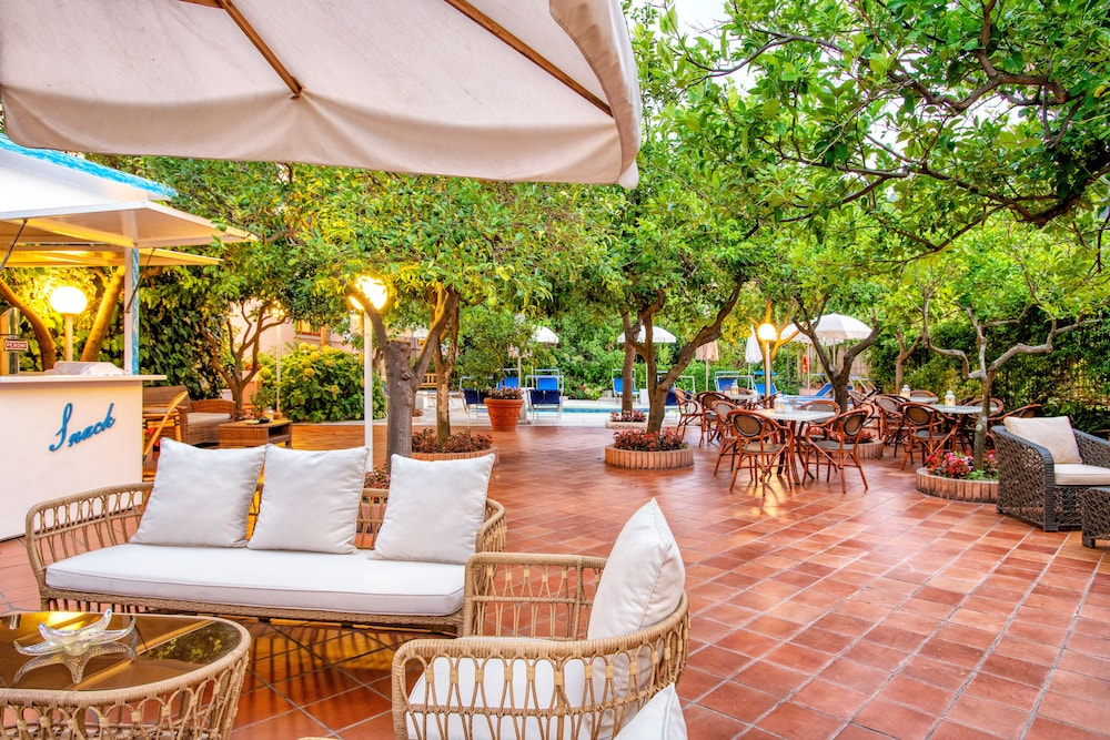 Outdoor Dining, Hotel Regina Sorrento