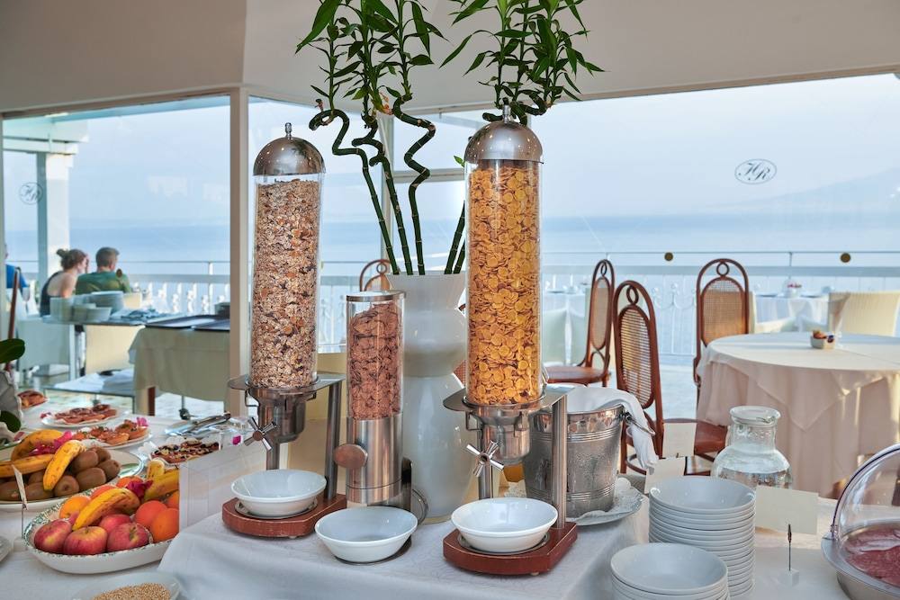 Breakfast buffet, Hotel Regina Sorrento