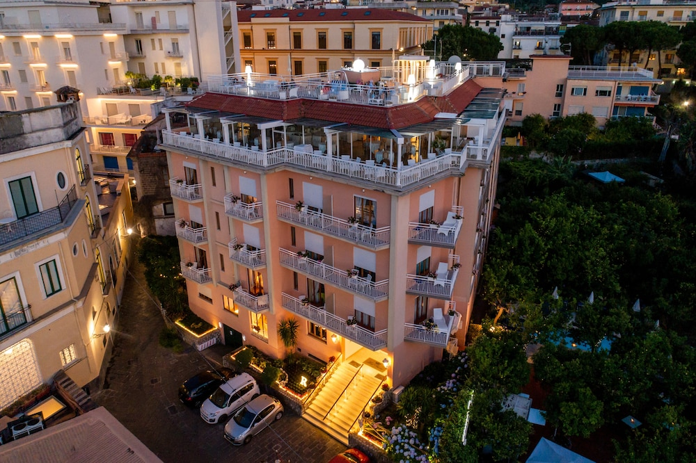 Front of Property - Evening/Night, Hotel Regina Sorrento