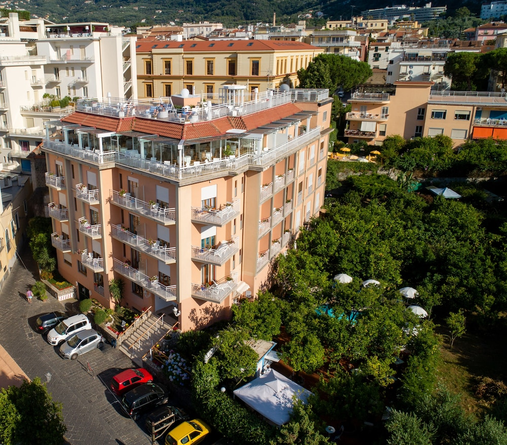 Front of Property, Hotel Regina Sorrento