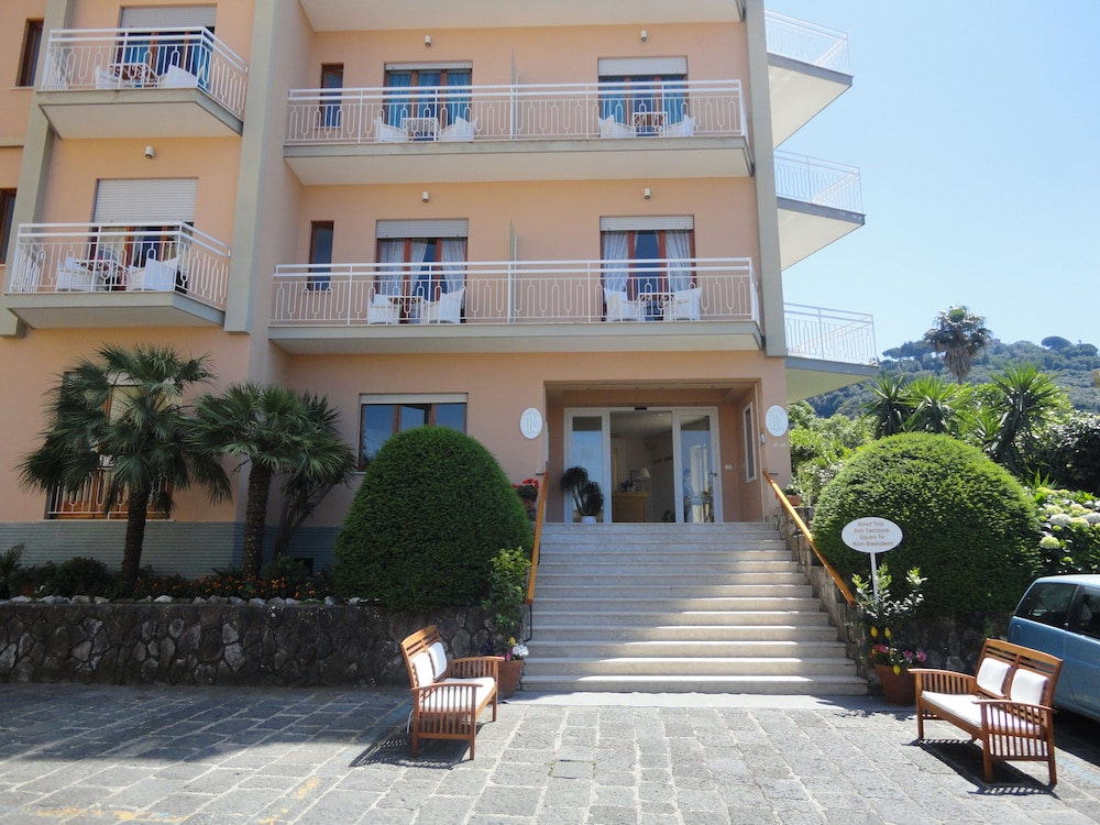 Property Entrance, Hotel Regina Sorrento