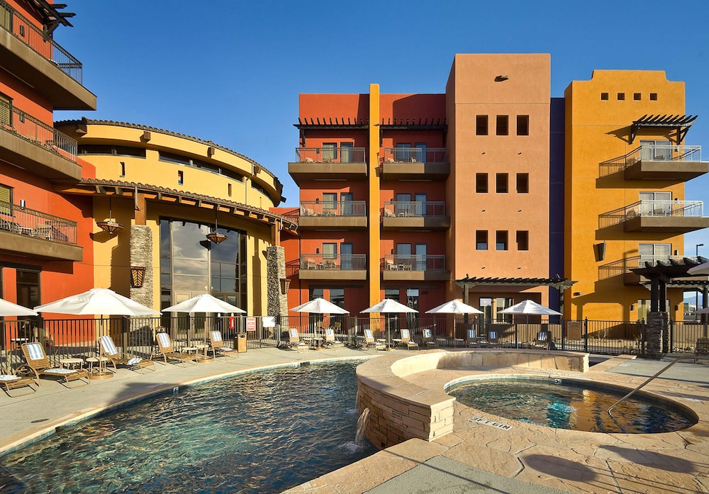 Outdoor Pool, Desert Diamond Casino & Hotel