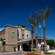 Holiday Inn Express & Suites Phoenix - Glendale Sports Dist
