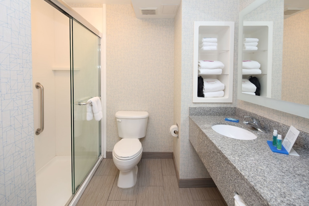 Bathroom, Holiday Inn Express Hotel & Suites Cincinnati Se Newport