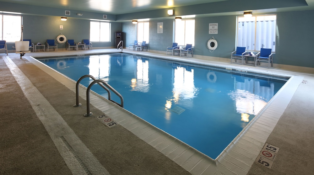 Pool, Holiday Inn Express Hotel & Suites Cincinnati Se Newport