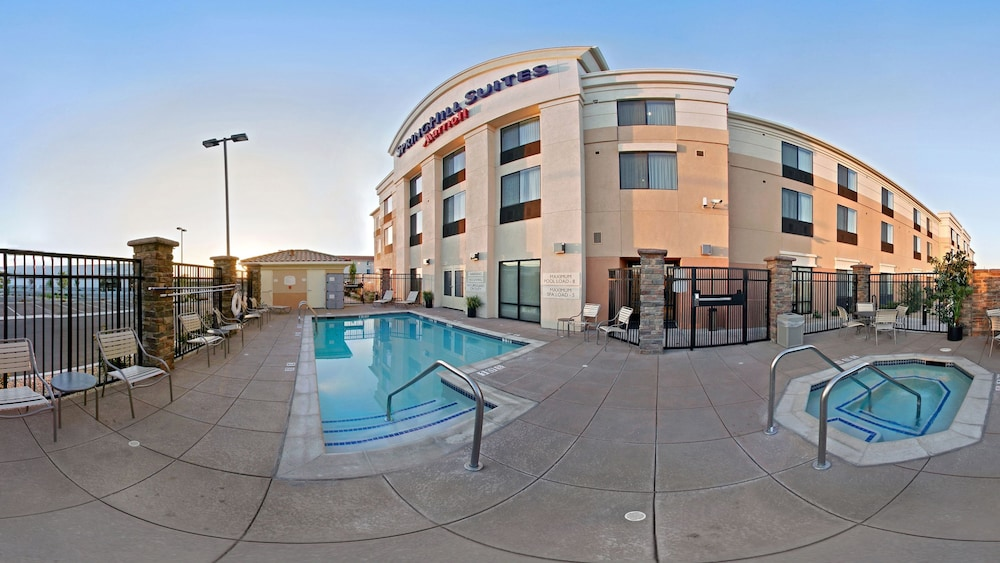 Outdoor Pool, SpringHill Suites by Marriott Lancaster