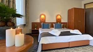 Hochwertige Bettwaren, Daunenbettdecken, Pillowtop-Betten, Schreibtisch