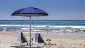 Beach nearby, free beach shuttle, sun loungers, beach umbrellas