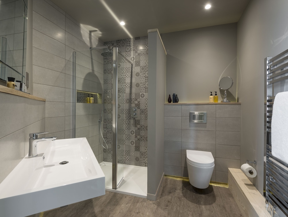The churchill hotel in north yorkshire hotel rates for Bathroom design yorkshire