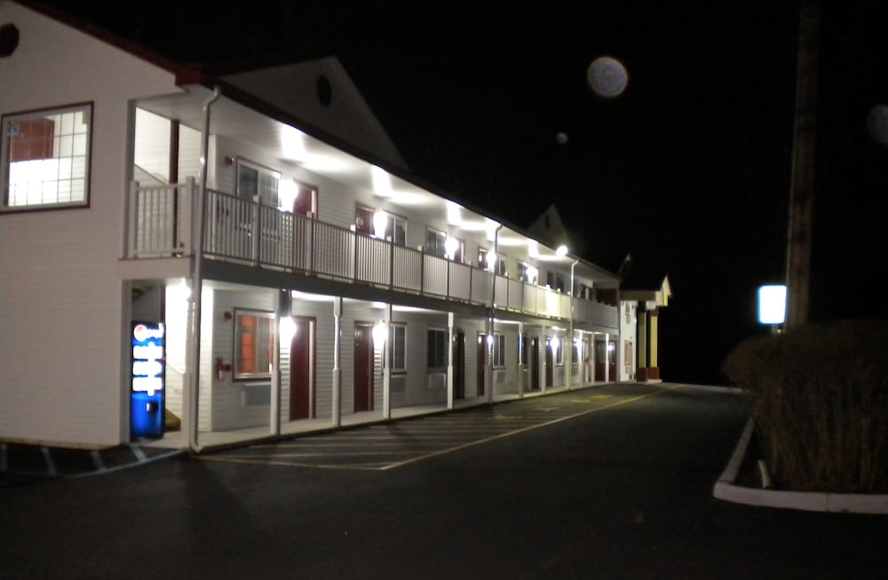 Front of Property - Evening/Night, RELAX INN ATLANTIC CITY / Galloway