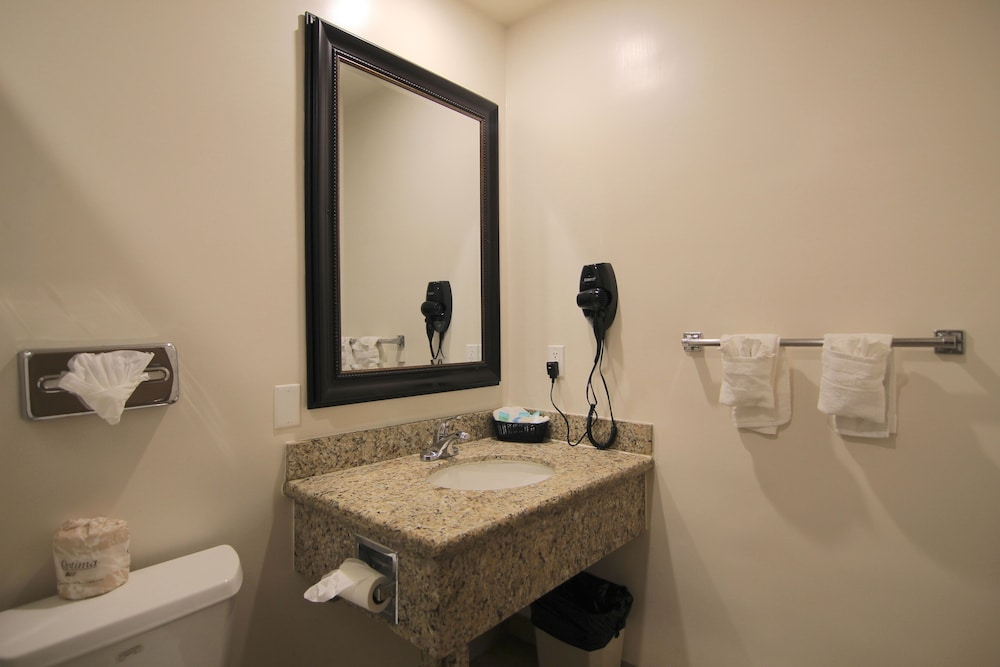 Bathroom, Dunes Inn Wilshire
