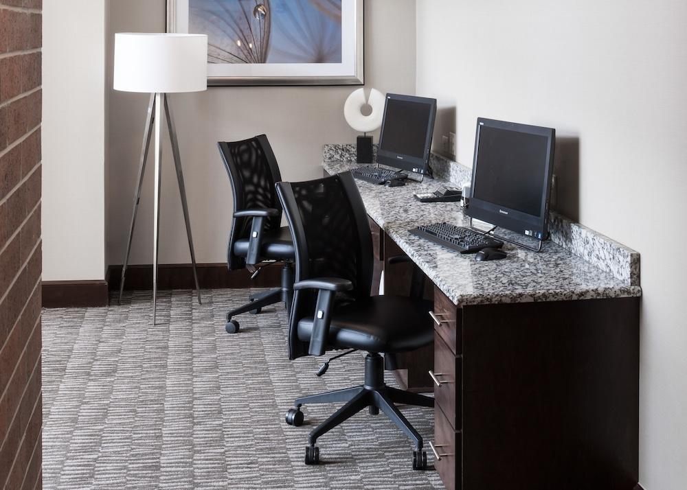 Hampton Inn Amp Suites By Hilton Omaha Downtown Omaha 2019