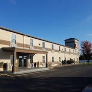 Econo Lodge & Suites Granite City