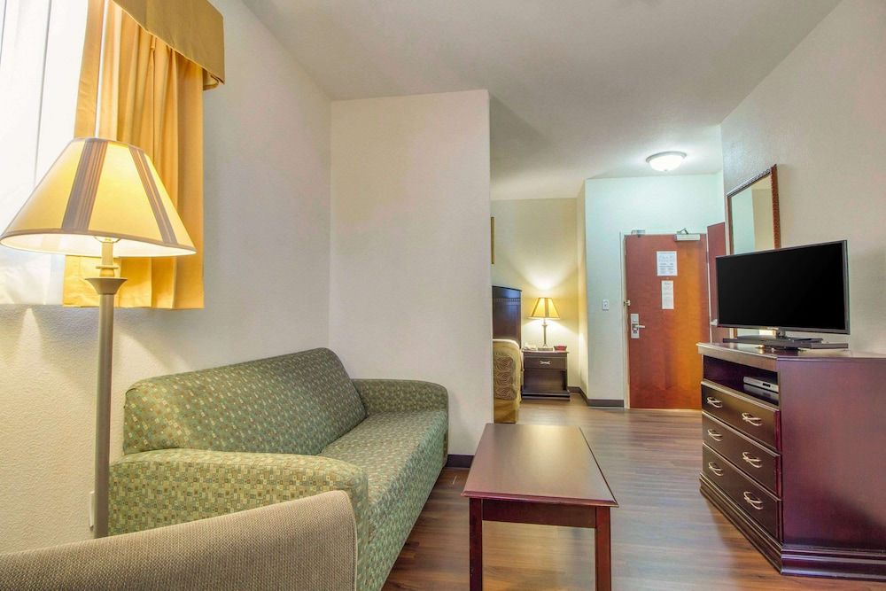 Room, Mainstay Suites by Choice Hotels - TX Medical Ctr / Reliant
