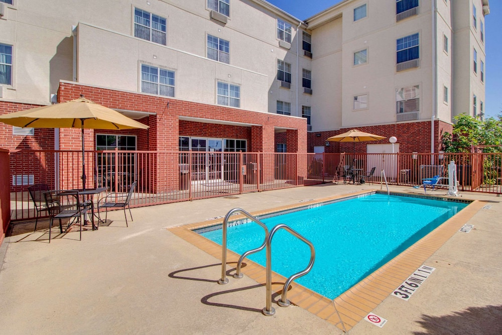 Pool, Mainstay Suites by Choice Hotels - TX Medical Ctr / Reliant