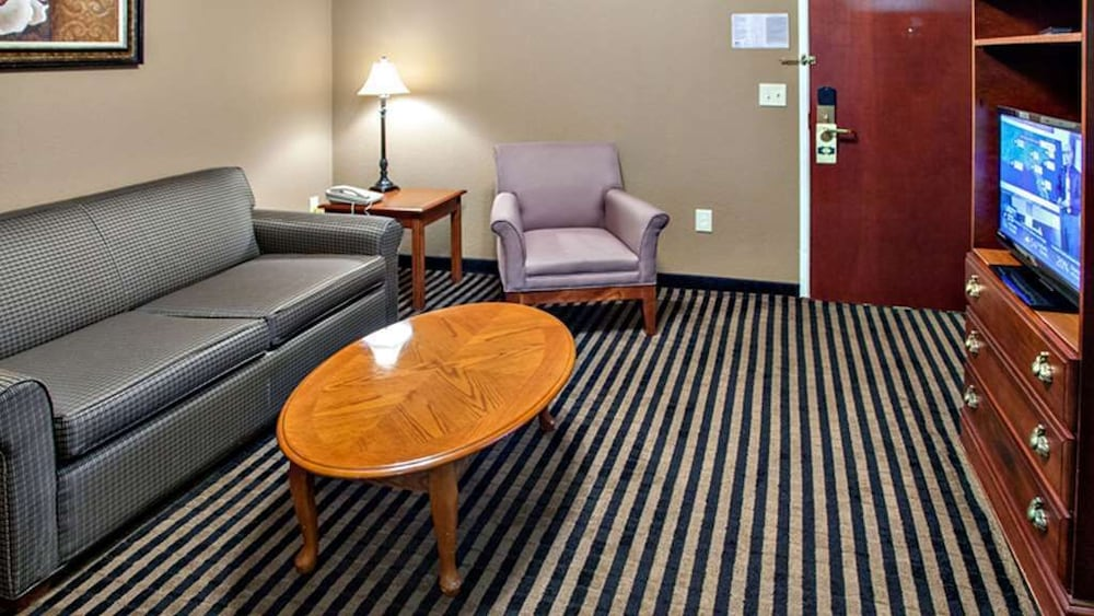 Living Area, Mountain Inn & Suites
