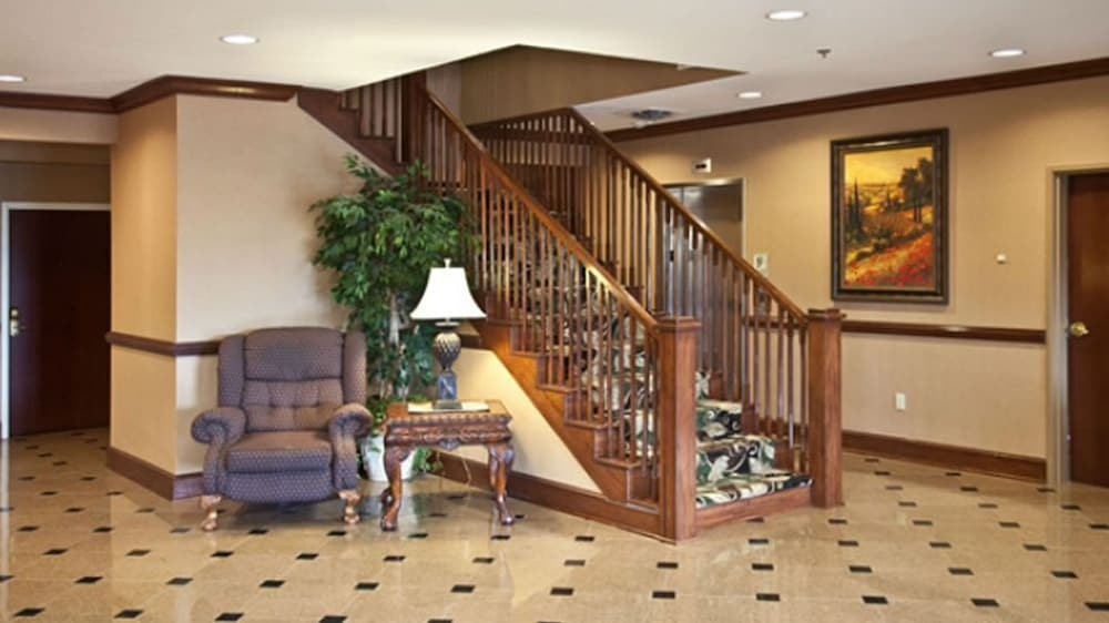 Lobby Lounge, Mountain Inn & Suites
