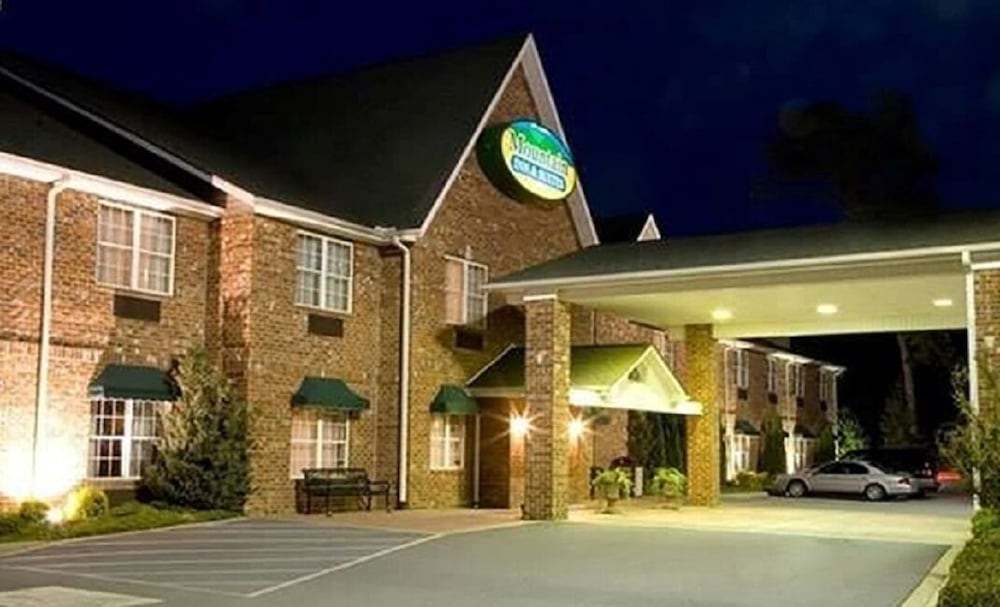 Front of Property, Mountain Inn & Suites