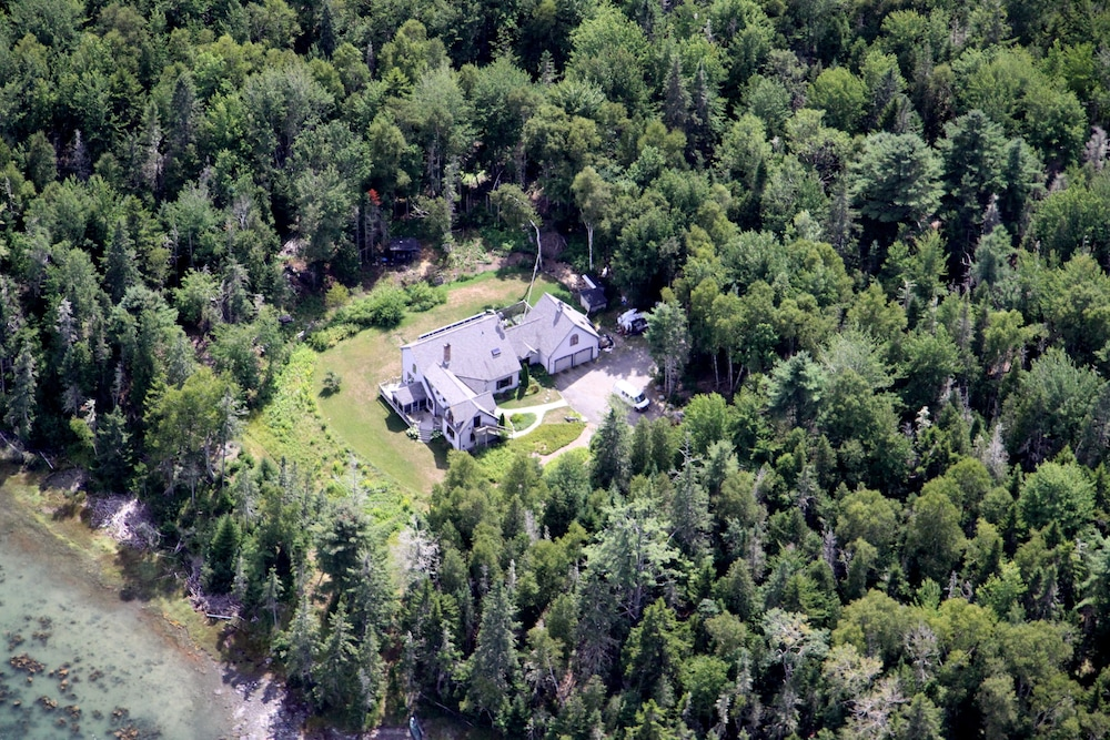 Aerial View, Three Pines Bed and Breakfast