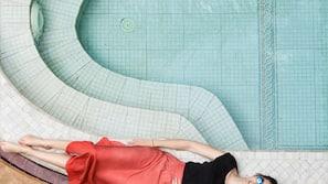 4 indoor pools, sun loungers