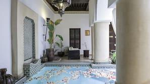 4 개의 실내 수영장, 일광욕 의자