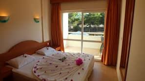 1 bedroom, pillow-top beds, desk, blackout curtains