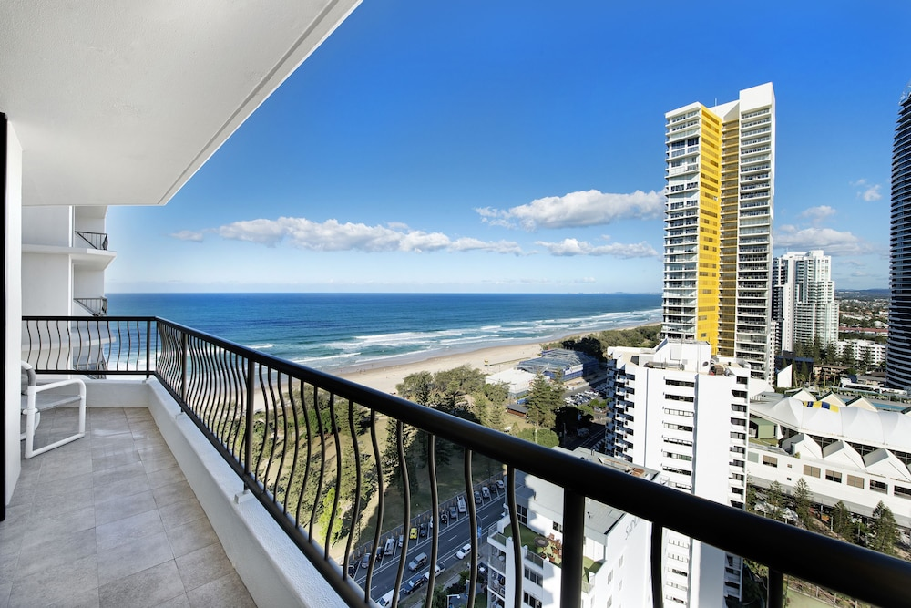 ultiqa beach haven at broadbeach gold coast aus. Black Bedroom Furniture Sets. Home Design Ideas