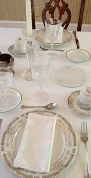 Family Dining, The Confederate House