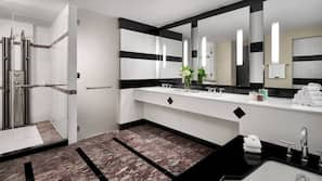 별도의 욕조 및 샤워 시설, 무료 세면용품, 목욕가운, 슬리퍼