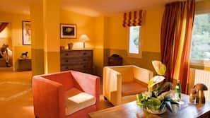 Een kluis op de kamer, een bureau, gratis babybedden, wifi